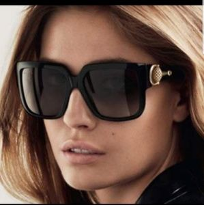 GUCCI oversized square shades
